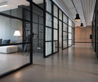 Czy lepiej zakupić, czy wynajmować nieruchomość dla firmy?